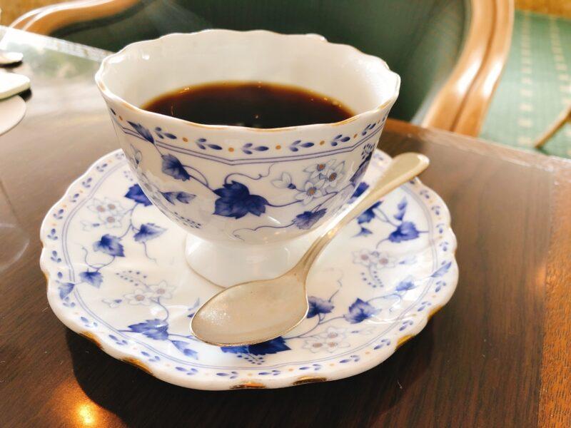 お見合いはお茶をしながら お話します。